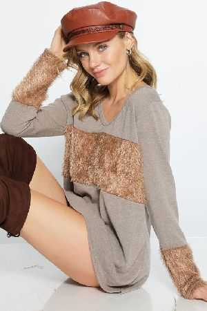 Sweater knit deep U neck top with faux fur