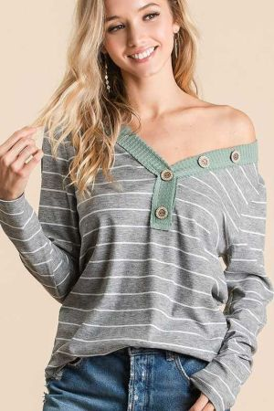 WAFFLE V NECK TOP WITH STRIPE