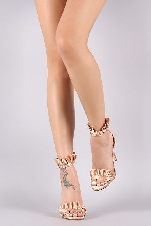 Adjustable strap heel