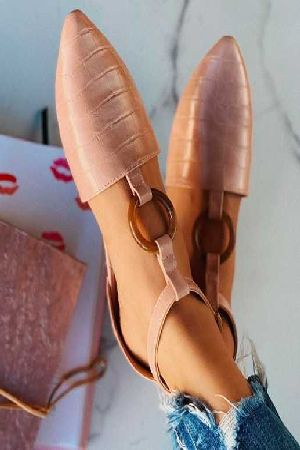 Pointed toe Oval design flats