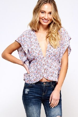 Button front butterfly sleeve top in floral printed fabric