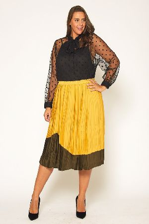 Plus Size Color Block Pleated Midi Skirt