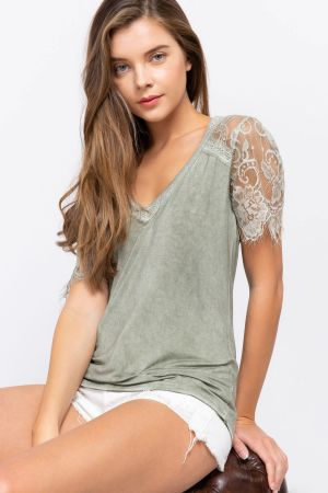 Lace scallop raglan sleeve knit top